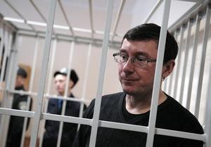 Прокуратура просит суд лишить Луценко свободы  сроком на 2,5 года за служебную халатность