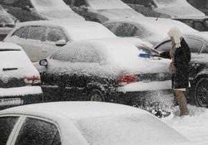 В Киеве и области задействованы более 1500 солдат и 13 БТРов для уборки снега