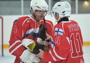 Путин и президент Финляндии сыграли в хоккей за российскую команду