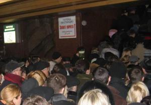 В переходе между станциями Золотые Ворота и Театральная начался ремонт эскалаторов