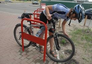 Киевсовет обязал торговые центры оборудовать велостоянки