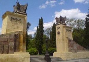 На львовском и черкасском Холмах Славы совершены акты вандализма