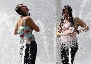 Мэр Днепропетровска в связи с жарой просит организовать бесплатную раздачу воды