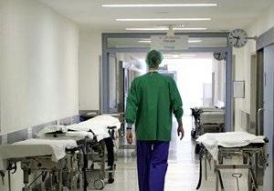 Мужчина, упавший в яму с кипятком в Киеве, умер в больнице
