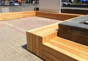 новости Киева - Крещатик - На Крещатике появились широкие деревянные лавки