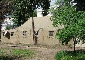 В Киеве возле Рады снесли все палатки, стоявшие там несколько лет