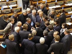 Партия регионов собрала 120 подписей за отставку правительства