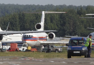Мужчина, не выпускавший людей из самолета в Домодедово, не был вооружен