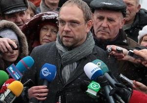 Защита Тимошенко просит наказать инициаторов перевода экс-премьера в харьковскую колонию