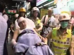 В Гонконге неизвестный плеснул кислоту в толпу