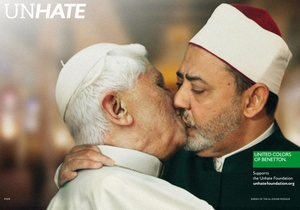 Фотогалерея: Поцелуй вместо ненависти. Скандальная реклама Benetton с изображениями мировых лидеров