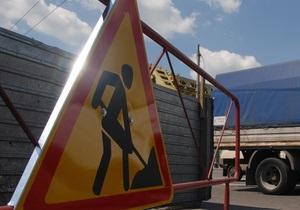 Стало известно, кто отремонтирует дороги, по которым Янукович ездит на работу