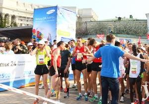новости Киева - В Киеве стартовал международный марафон: Крещатик усиленно патрулируют сотрудники милиции
