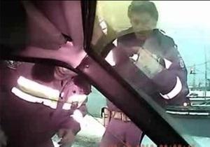 Прокуратура возбудила уголовное дело в отношении киевского гаишника, применившего силу против водителя