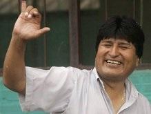 Президент Боливии Эво Моралес спустился с самолета по стремянке