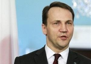 Польша отозвала всех визовых консулов из Луцка