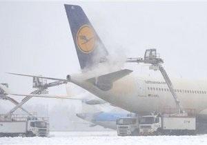 Снегопады парализовали авиасообщение в Европе. В Британии и Франции - рекордные морозы
