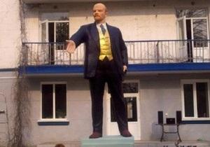 Памятник Ленину - новости Одессы - памятник - Под Одессой активисты разукрасили памятник Ленину