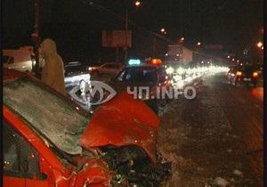 В Киеве Ford разорвал внедорожник Mitsubishi пополам