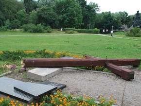 В Бабьем Яру открыт восстановленный памятный знак погибшим членам ОУН