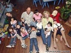 В США неизвестные убили семейную пару, оставив 16 детей сиротами