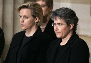Дочь бывшего вице-президента США сочеталась браком с давней подругой