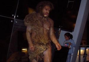 Неандертальцы переняли у кроманьонцев традиции изготовления орудий труда и татуировки
