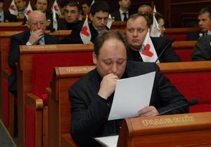 Киевские чиновники за собственные средства закупили выпускные костюмы для детей-сирот