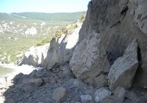 В Крыму в районе Ласпинской бухты сошел оползень