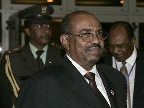 Президент Судана совершил первый зарубежный визит с момента выдачи ордера на его арест