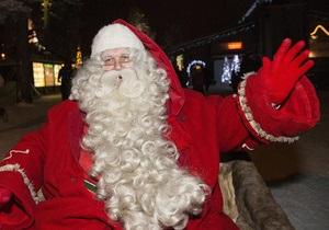 Санта Клаус отправился в мировое турне, чтобы вручить подарки детям