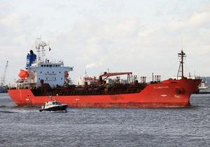 На борту захваченного пиратами британского танкера находятся трое россиян и двое украинцев