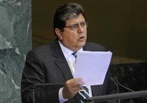 Президент Перу дал пощечину мужчине в ответ на обвинения в коррупции