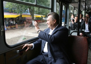 Янукович: Власть уже пакует чемоданы