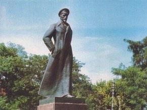 В Херсоне требуют снести памятник Дзержинскому