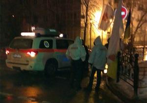 Дело Тимошенко - митинг на Банковой - На митинге под АП одному из сторонников Тимошенко стало плохо