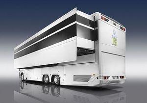 Mercedes Benz презентовал гигантский дом на колесах
