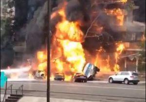 Пожар - взрыв - В центре Алма-Аты в результате взрыва бензовоза загорелся дом
