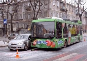В Одессе за сутки в ДТП попали два новых троллейбуса
