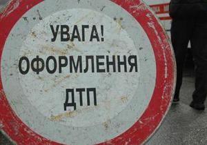 В Киеве джип с мигалками сбил мопедиста