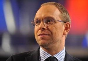 Власенко опроверг информацию о том, что Тимошенко качает пресс и поднимает штангу