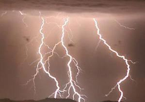 В Хмельницкой области из-за удара молнии погиб мужчина