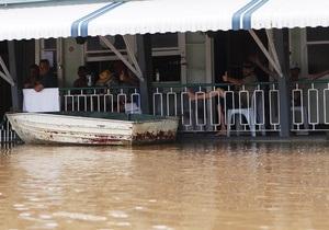 В Австралии на улицах затопленных городов появились акулы