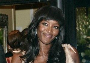 Жена экс-премьера Британии рассказала, как Берлускони просил у Наоми Кэмпбелл номер мобильного