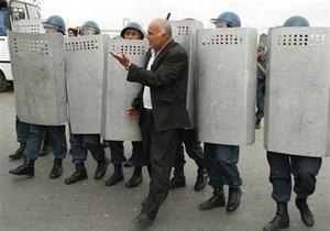В Баку полиция препятствует проведению акции протеста