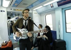 Новости науки: Ученые объяснили привлекательность мужчин с гитарами