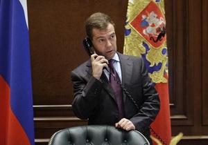 Янукович позвонил Медведеву