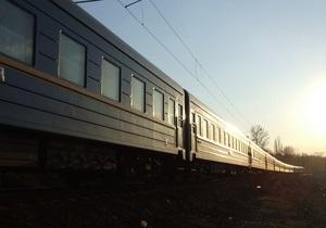 В Харькове на железнодорожном переезде поезд столкнулся с бетономешалкой
