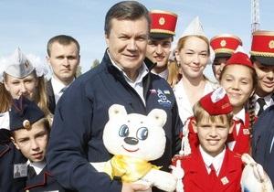 Янукович обратился к украинцам, которые задумываются над усыновлением ребенка