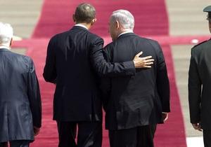 От всего сердца. Нетаньяху с женой подарили Обаме фальшивые усы и пластмассовый гамбургер